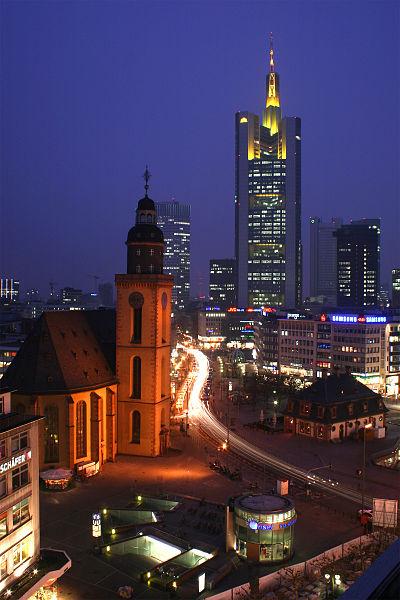 Katharinenkirche bei Nacht an der Hauptwache in Frankfurt am Main