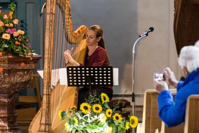 Bettina Linck in der Schweiz - Die Biblische Weinprobe in Graubünden Weinfest der Bündner Herrschaft Foto von Rüdiger Döls