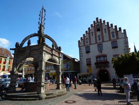 Marktplatz in Hammelburg. Ziel der Wanderung, für die galt: Lärmkollaps bei Stilletour.