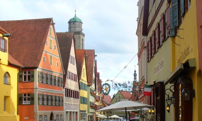 Dinkelsbühl mit Georgskirche - Liebesgefahr an der Romantischen Straße