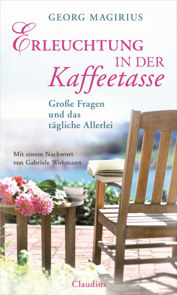 Gartenstuhl mit Buch und Frühlingsblumen - Cover des Buches Erleuchtung in der Kaffeetasse von Georg Magirius, der laut Gabriele Wohmann das letzte Tabu bricht