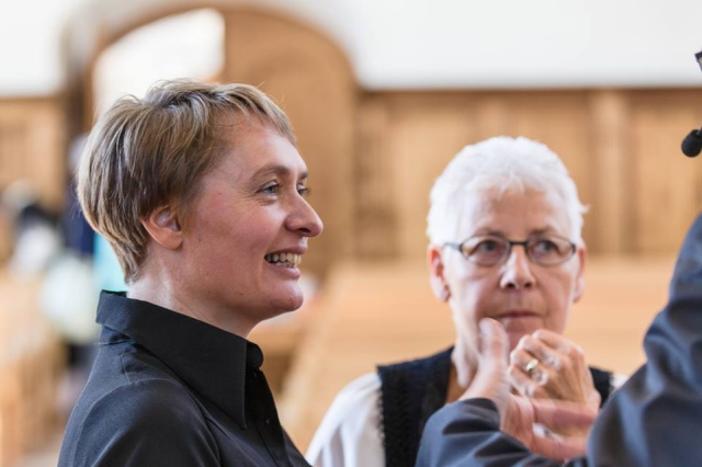 Helke Döls und Erika Fankhauser auf dem Bündner Weinfest - Die Biblische Weinprobe in Malans Foto © Rüdiger Döls