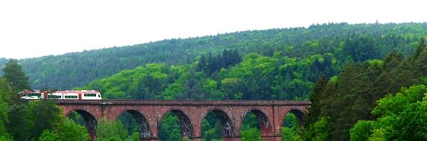 Himbächl-Viadukt mit Odenwaldbahn Foto von Georg Magirius
