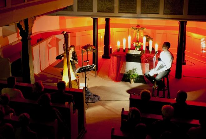Bettina Linck und Georg Magirius während der Nacht der Kirchen in der Auferstehungskirche in Bad Vilbel