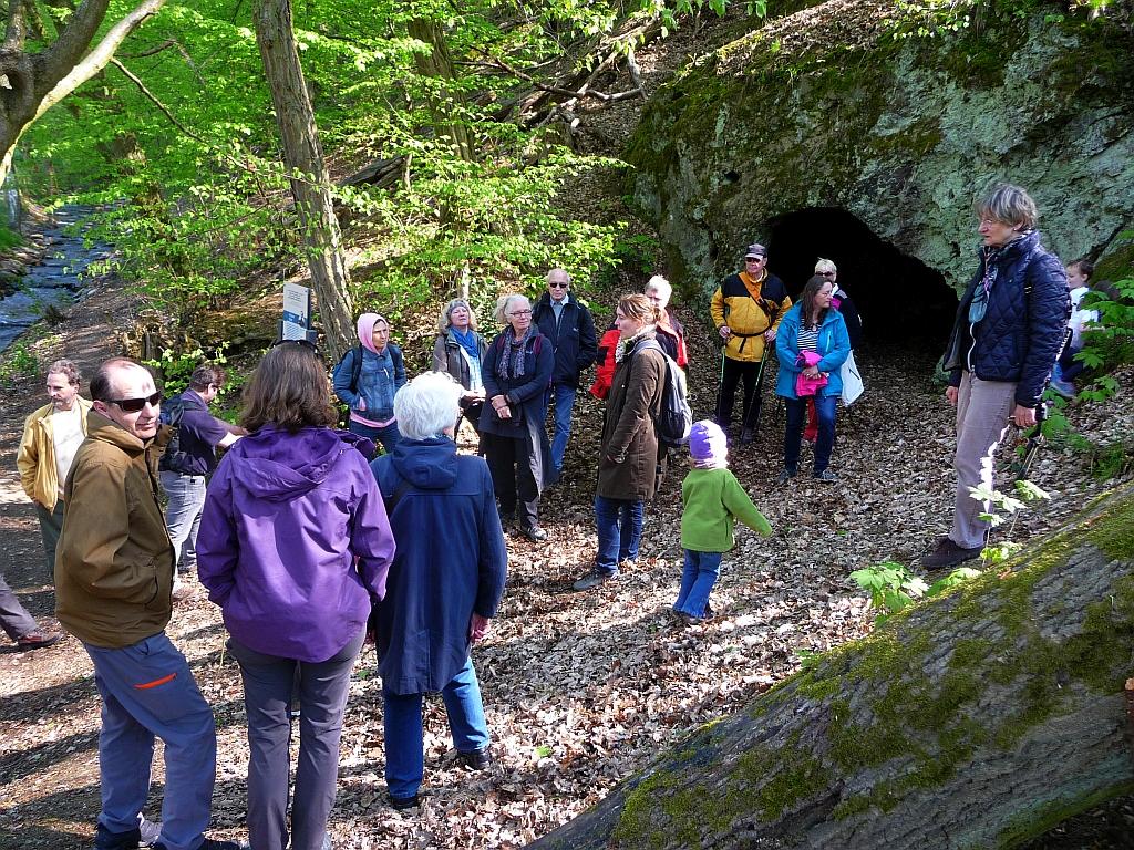 "Grotte bei Hornau im Vordertaunus - Etappe der Tour der Reihe GangART ""Pilger knacken Höhlenrätsel"""