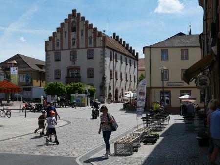 """Marktplatz Hammelburg - Etappe der Tour """"Stille in der Weinstadt"""""""