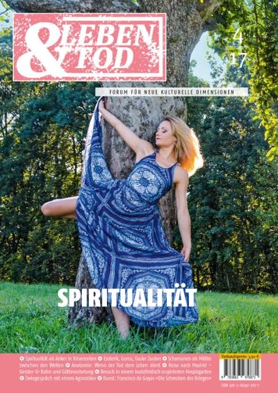 """Junge Frau vor altem Baum, wie in Trance. Cover der Zeitschrift """"Tod & Leben"""". In ihr schreibt Stefan Seidel: Die Poesie könnte dem Widrigen trotzen."""
