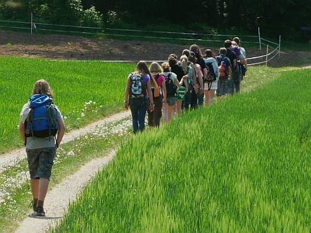 Junge Leute wandern gern