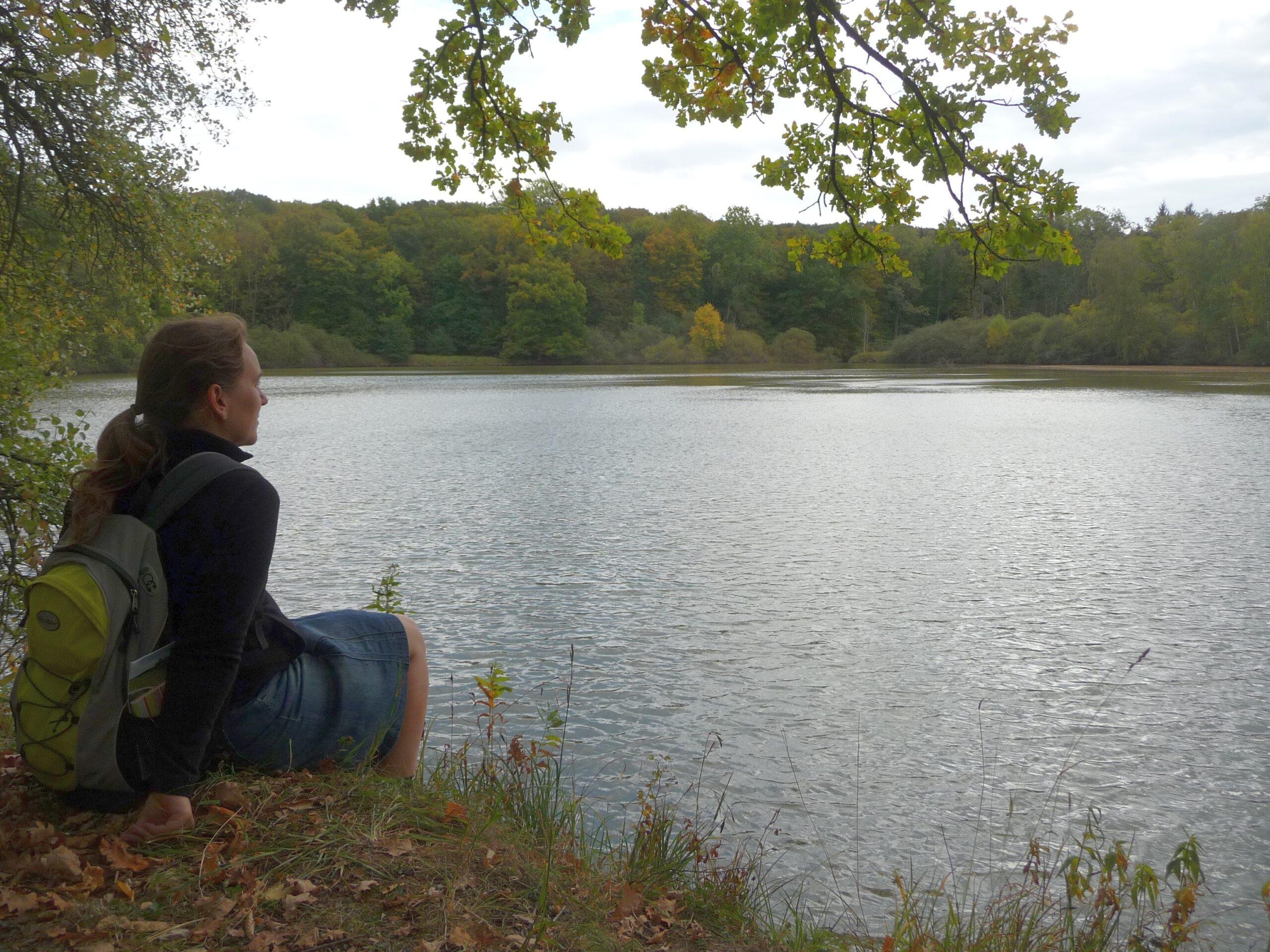 Wolfsee bei Iphofen - Die Pfarrerin Regina Westphal leitet Spirituelle Tagestouren und in die Auszeit