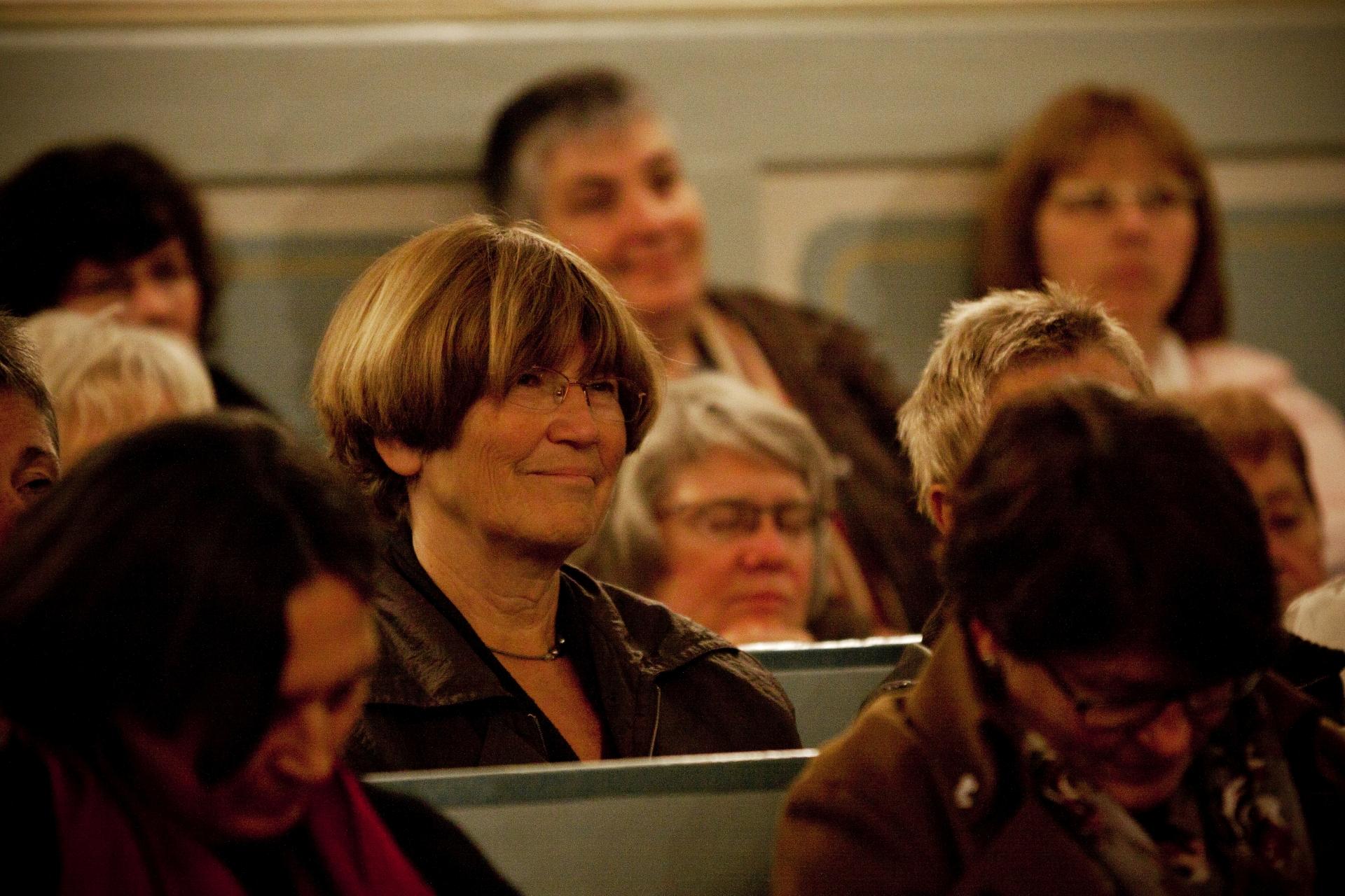 Aufruhr im Ried, aber auch Genuss - Publikum bei Lesung mit Gabriele Wohmann in Kirche in Biebesheim