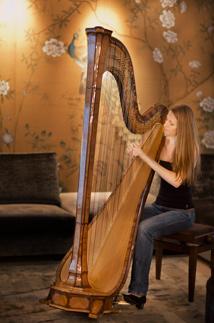 Militärmusik zu Weihnachten - die Harfenstin Bettina Linck
