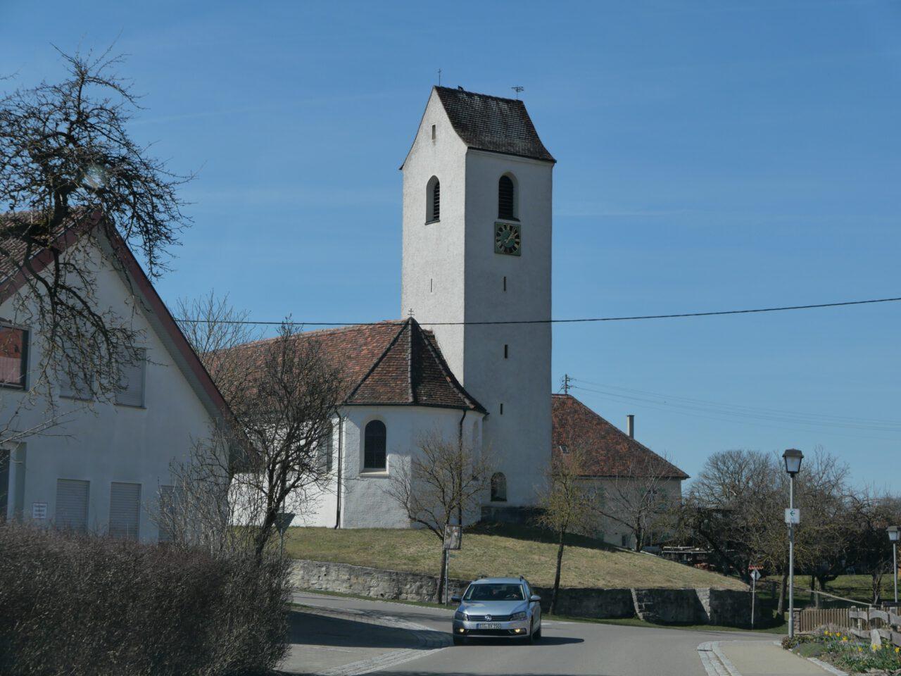 """Kirche in Rast, in der Arnold Stadler als Junge ministrierte und - wie er sagt - mit den Psalmen lebte, lange bevor er das vielfach aufgelegte Psalmen-Buch """"Die Menschen lügen. Alle!"""" schreib"""