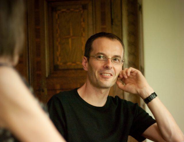 """Georg Magirius im Gespräch mit Gabriele Wohmann. Er hat das Buch """"Eine souveräne Frau"""" herausgegeben, Erzählungen. Bislang glaubte man, es gebe nur Romane, heißt es im Buchjournal vom Börsenverein des Deutsschen Buchhandels. Nun aber heißt es für die Belletristik: Neuer Kontinent entdeckt! Nämlich die Erzählung."""