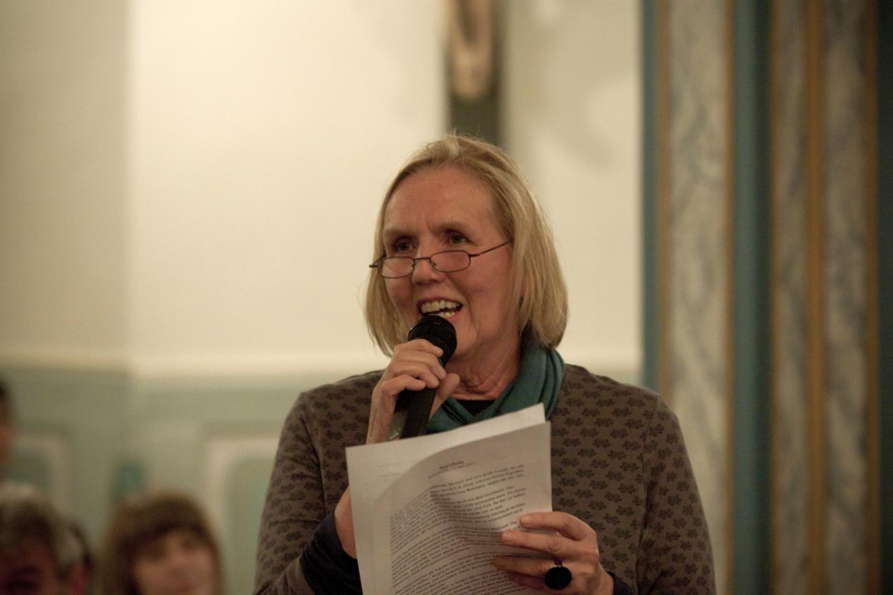Mechthild Herold von der Hospizarbeit kündigt den Aufruhr im Ried an