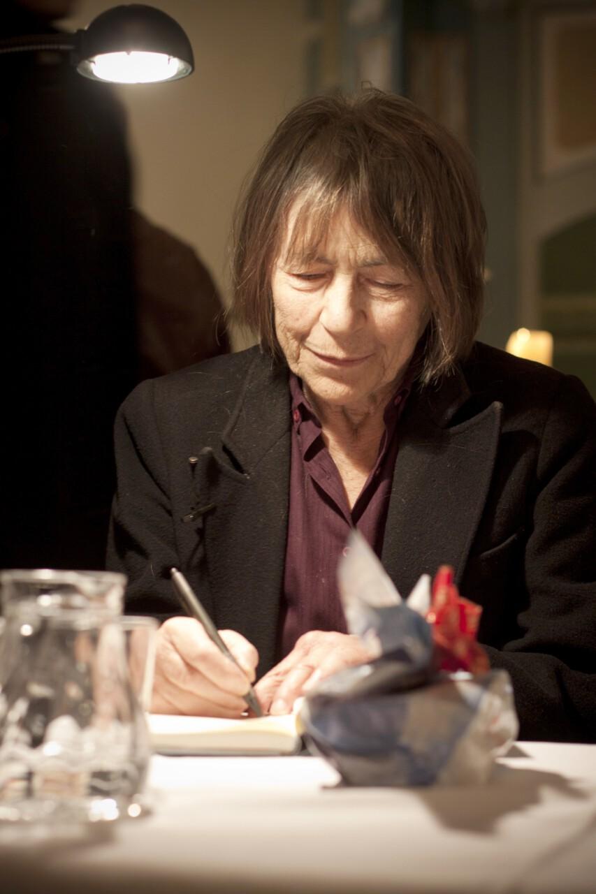 Gabriele Wohann signiert still